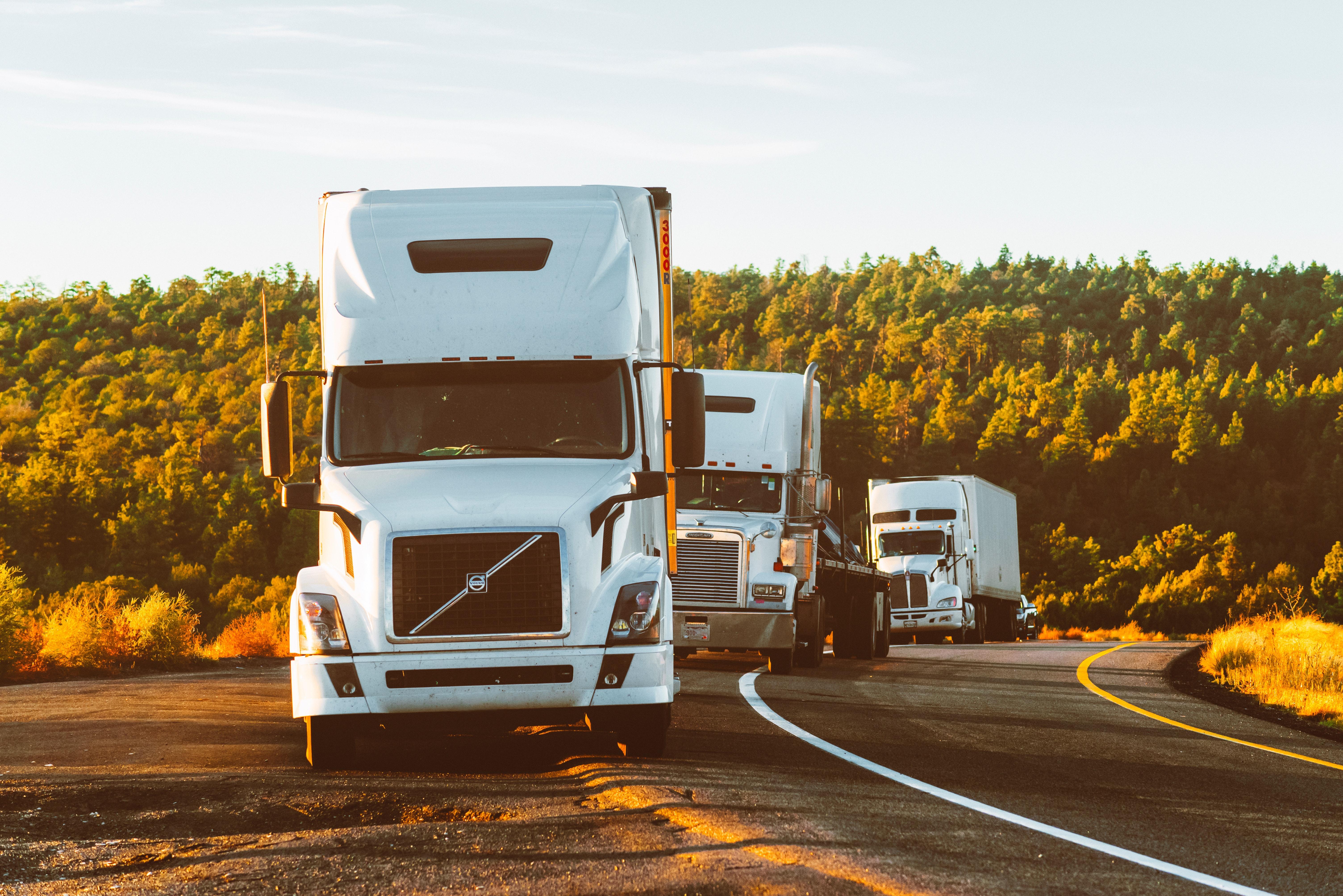 Logistyka, transport i spedycja - czym się różnią
